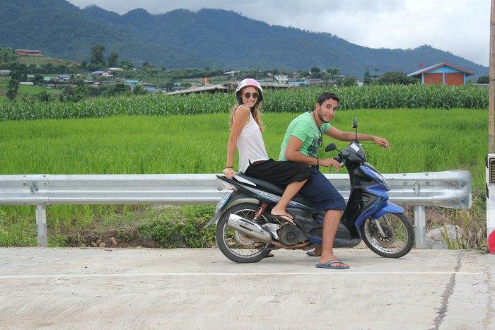Recorriendo Pai en moto