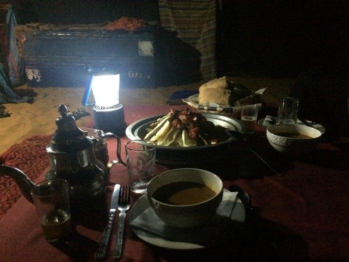Cena en el desierto